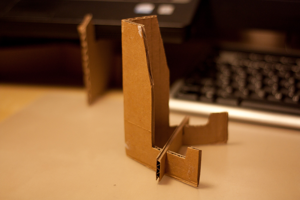 Как сделать подставку для планшета из бумаги